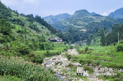 贵州都匀斗篷山脚河流