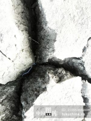 缝隙里的水